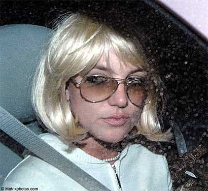 Britney Spears in wig
