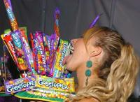 Hayden Panettiere licks candy wrappers