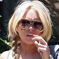 Lindsay Lohan turn self in