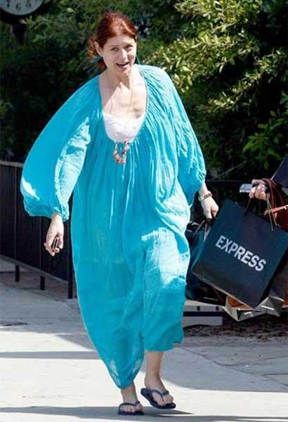 Debra Messing needs help dressing