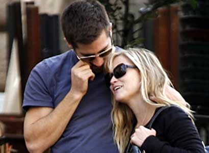 Jake Gyllenhaal and Reese Witherspoon in Rome 1