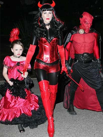 Kate Beckinsale devilishly